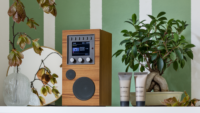 Como Audio Amico: Free your music with a touch of a button