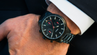 SWINGS: Elegant combination of analog and digital timekeeping