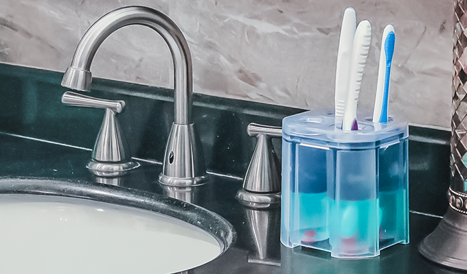 Cleontic is revolutionizing the way you clean your toothbrush