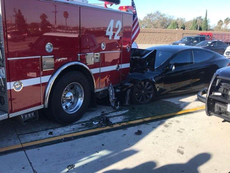 Tesla Model S on Autopilot smashed into a firetruck