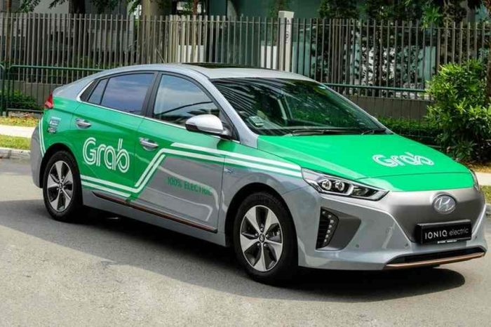 Singapore ride-hailing startup Grab raises $200 million from travel giant Booking Holdings