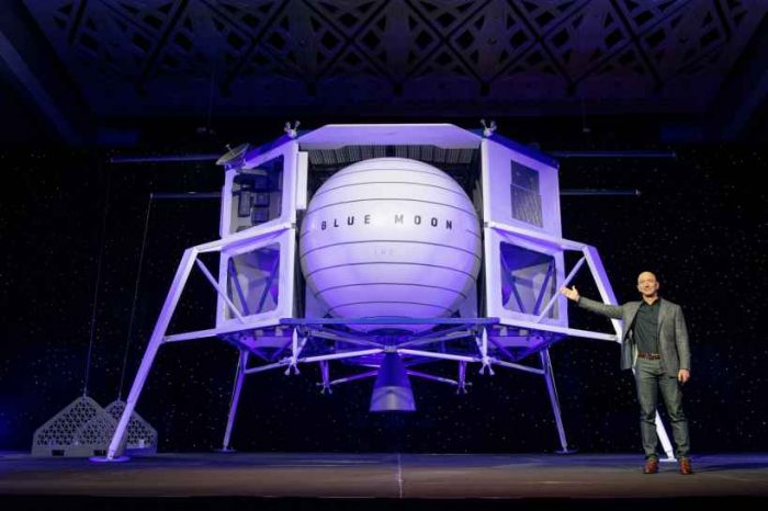 Jeff Bezos' Blue Origin unveils lunar lander to take people to the moon by 2024