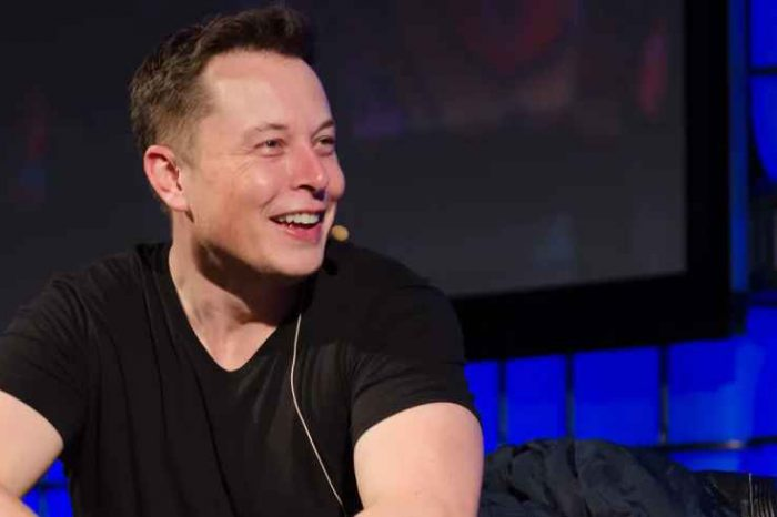 Tesla CEO Elon Musk: 'I am selling almost all physical possessions. Will own no house.'
