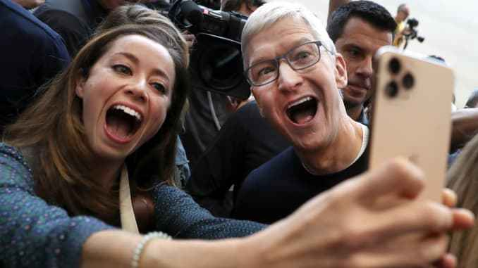 Apple becomes the first company in human history to reach a $2 trillion market cap