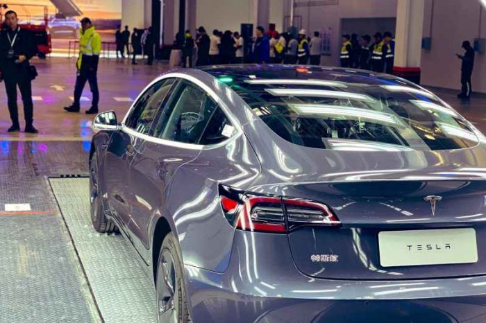 Tesla Delivers First Chinese-Made Model 3 Electric Cars