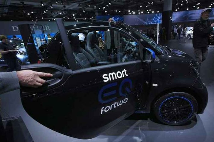 China's Geely and Mercedes-Benz invest $780 million to make electric Smart cars