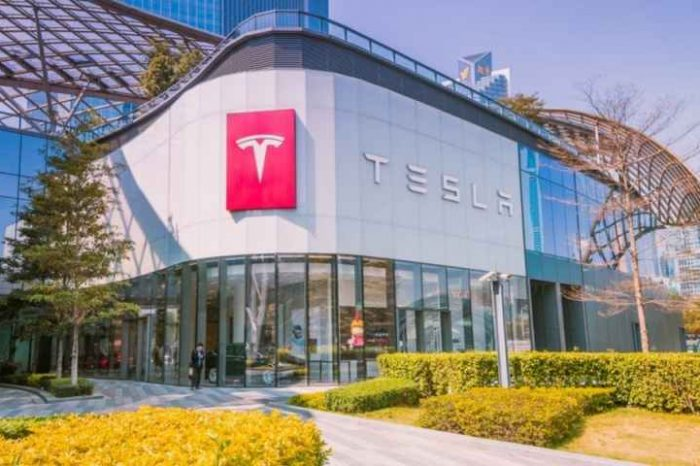 Tesla buys $1.5 billion in bitcoin; plans to start accepting bitcoin for its products