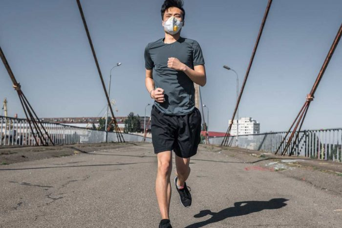 Man suffered collapsed lung after running with face mask; doctor advises not to cover face while exercising