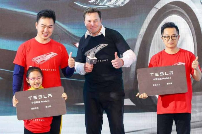 """Elon Muskpraises the Chinese and blames America:""""Chinese citizens are 'smart' and 'hard-working people,' America is full of 'complacency and entitlement,'"""" Musk says"""