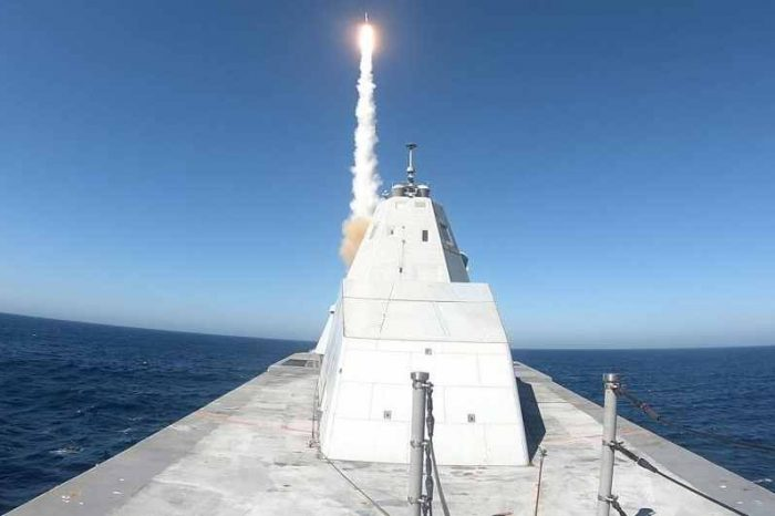 The US Navy stealth destroyer Zumwalt successfully fire off an SM-2 missile for the first time