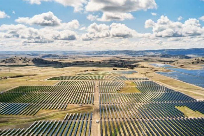 Apple to use Tesla lithium-ion 'Megapack' batteriesfor its solar energy storage facility in California