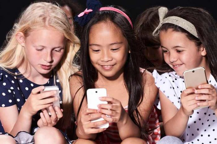 """Facebook suspends the plan to build """"Instagram for kids"""" after a WSJreport showed that Facebook knew Instagram is harmful to teenagers"""